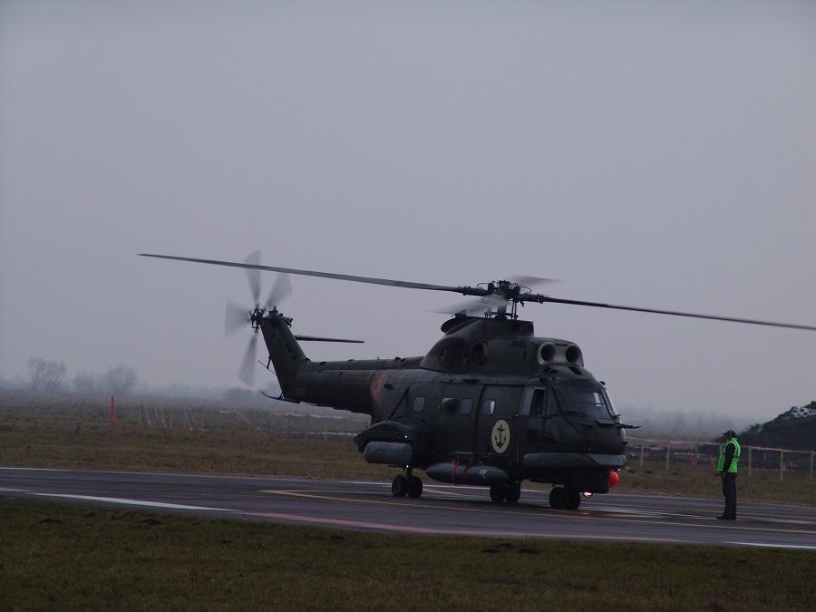 Elicopter IAR 330 navalizat, ambarcat la bordul fregatelor tip 22